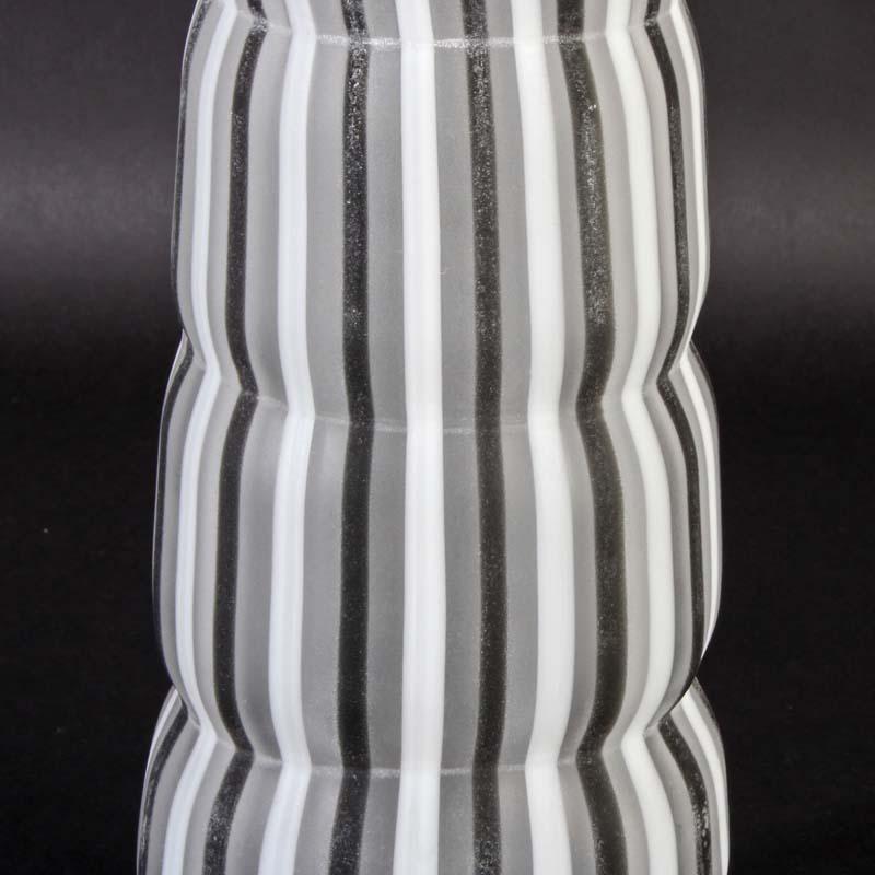 cenedese murano glas vase a canne opak wei u schwarz a scavo signiert. Black Bedroom Furniture Sets. Home Design Ideas